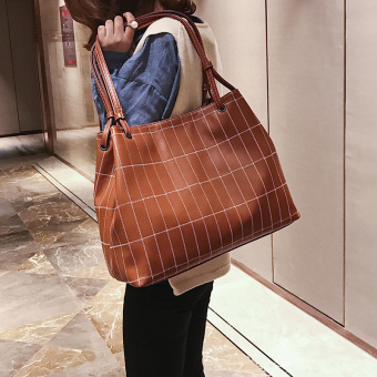 Big bag 2017 New Style Large Capacity tote bag Korean-style wild show grid shoulder bag tide casual female bag Portable Bag (Brown)
