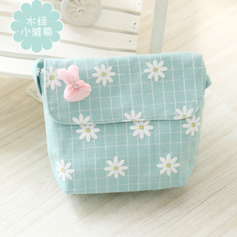 Love the source small fresh female student messenger bag girls small bag shoulder bag handbag canvas bag day Korean-style tide simple (Water green small daisy)