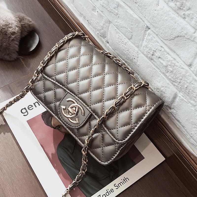 กระเป๋าเป้สะพายหลัง นักเรียน ผู้หญิง วัยรุ่น บึงกาฬ Chanel กระเป๋าหญิง 2020 ใหม่น้ำควิลท์ตารางกระเป๋าสายคล้องเป็นโซ่สไตล์เกาหลีกระเป๋าสะพายไหล่เข้าได้หลายชุดสะพายข้างกระเป๋าหญิงใหม่