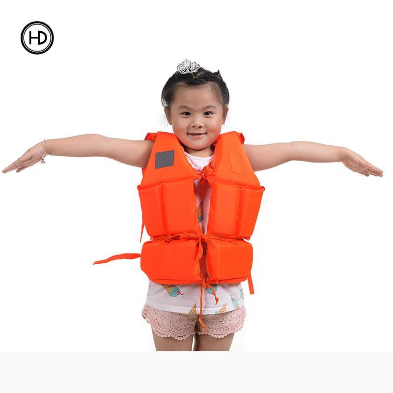 Jaket pelampung anak busa, baju renang peluit, perahu karet khusus penampung, pertolongan pertama