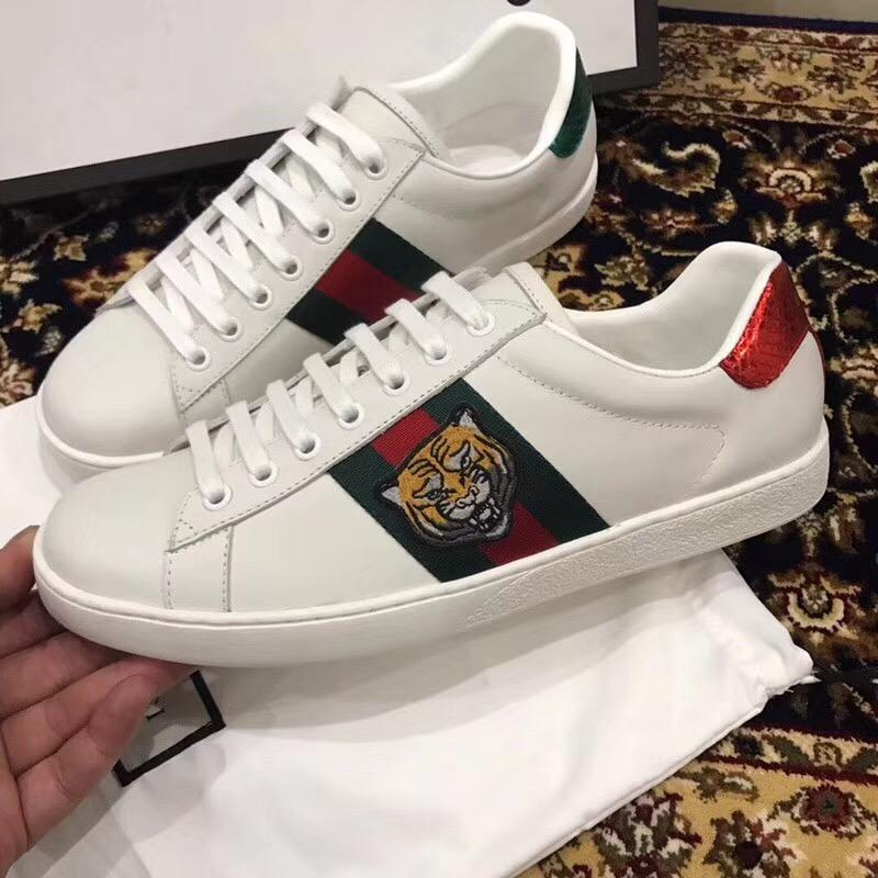 Gucci special cabinet 2018 spring and summer tiger head embroidery mens  white shoes leisure sports shoes ... e00f8684a