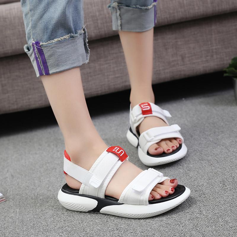 Chic Olah Raga Sandal summer wanita musim panas 2019 model baru sol datar murid netral Gaya Korea merah stiker Gaya Hong Kong sepatu wanita