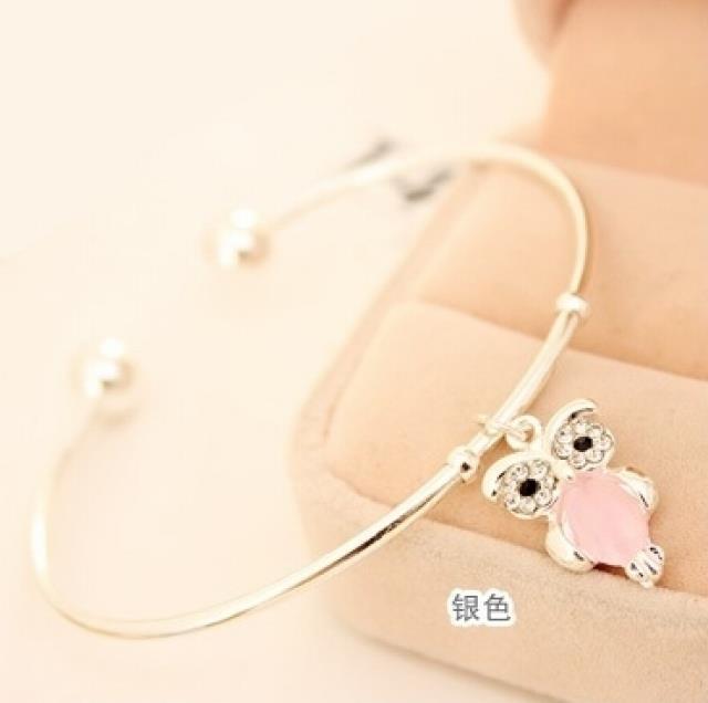 【Lebih dari setahun】hadiah hitam salju transportasi gelang gelang kaki lonceng benang merah siswa busana Clover gadis perhiasan retro pribadi
