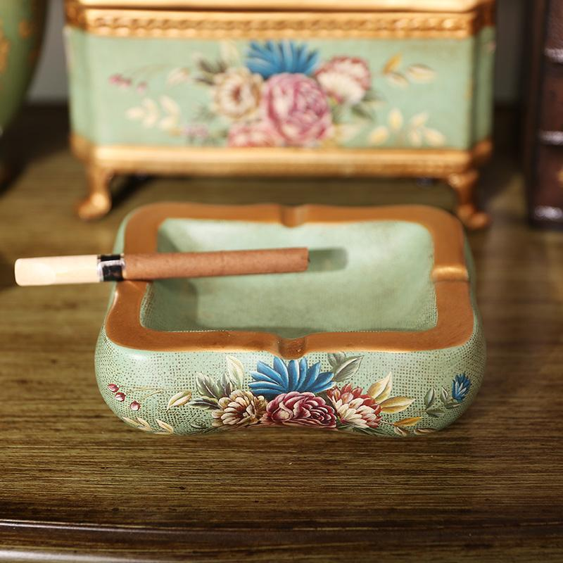 Country American hand-painted ceramic ash tray