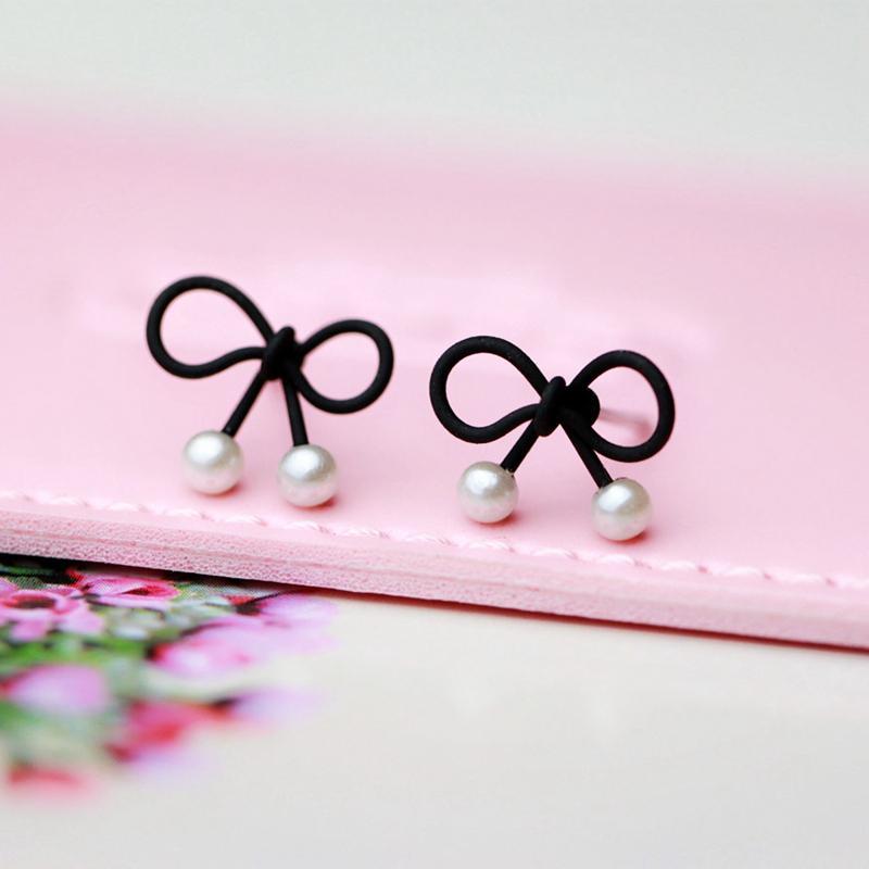 Korea Selatan minimalis hitam Dasi kupu-kupu mutiara Imut netral model dasar Anting tindik wanita