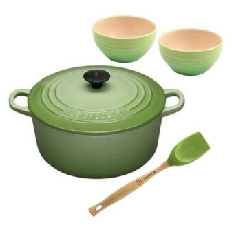 Le Creuset Cast Iron Round French Oven 24cm Essential Set - Online Exclusive
