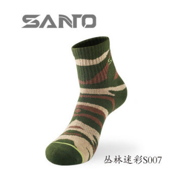 Harga Santo mountain half thick outdoor socks hiking socks breathable deodorant sweat wicking socks hiking socks S007 MEN and women couple models (Jungle camouflage)