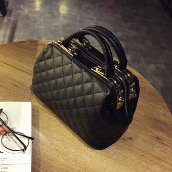 New style quilted chain small square bag casual shoulder bag(Black)