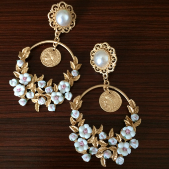 Baroque female exaggerated catwalk models long section of large earrings