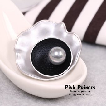 Harga South korea korean fashion wild temperament exquisite pearl shell brooch silk scarf buckle corsage collar buckle jewelry